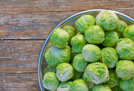 Brussels sprouts on wooden table Standard-Bild