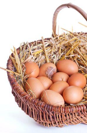 whithe: huevos de color marr�n en una cesta Foto de archivo