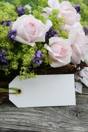 Rosa Rosen-, Lavendel-und Etiketten Standard-Bild - 23368532