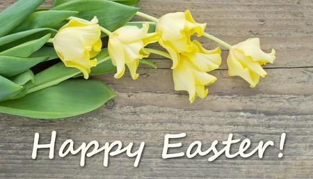 De kaart van Pasen met gele tulpen