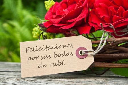 roses rouges: Carte d'anniversaire de mariage Ruby avec des roses rouges Banque d'images