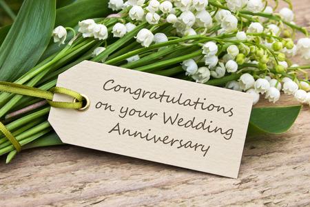 anniversaire mariage: Card anniversaire de mariage avec Lily de la vall�e Banque d'images