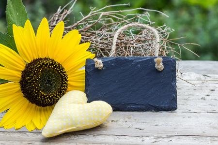 Sonnenblume mit Herz und Schiefer