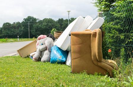 かさばる廃棄物の山
