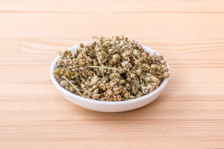 Bowl of dried yarrow blossoms Standard-Bild