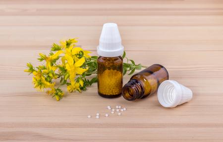 Homeopathic remedy with flowering St. John Standard-Bild