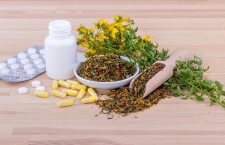 blooming St. Johns wort and medicines Standard-Bild