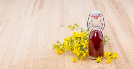 Herbal Oil with fresh, flowering St. Johns wort Standard-Bild