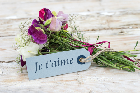 small bouquet with french text: I love you