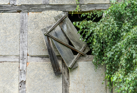 Window of an old barn in the countryside Standard-Bild
