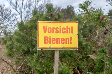 Warning sign in nature with German text: Beware of bees Standard-Bild