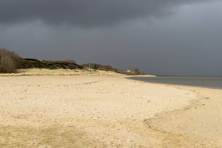 Lonely coastal landscape of the island of Sylt with mud flats in winter Standard-Bild