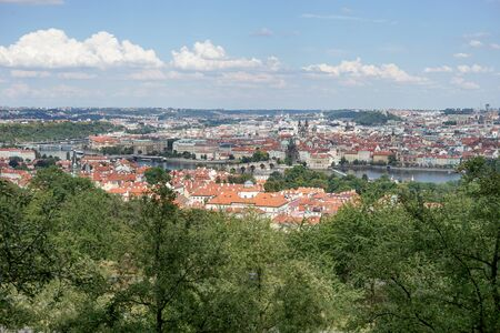 Panorama of Prague with the Vltava, the bridges and the old town Standard-Bild