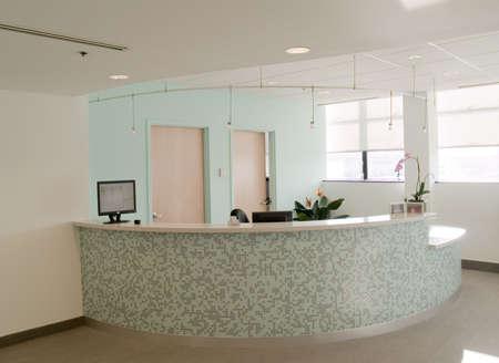 recepcion: Escritorio de la recepci�n en una oficina m�dica