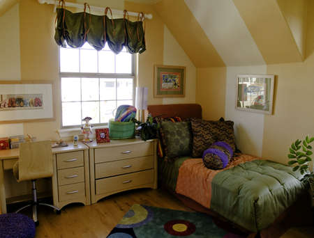 luxury bedroom: Kids bedroom