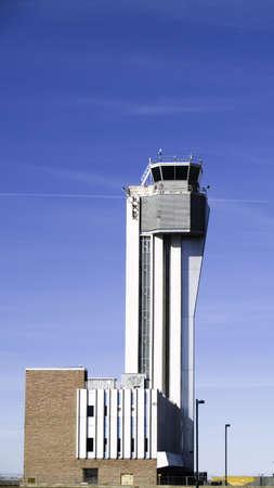 denver co: Jubilados torre de control del tr�fico a�reo, el aeropuerto de Stapleton, Denver, CO Foto de archivo