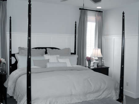 four poster: pretty four poster bed