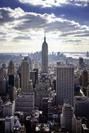 skyline nyc: Horizonte de la ciudad de Nueva York y el Empire State Building Foto de archivo