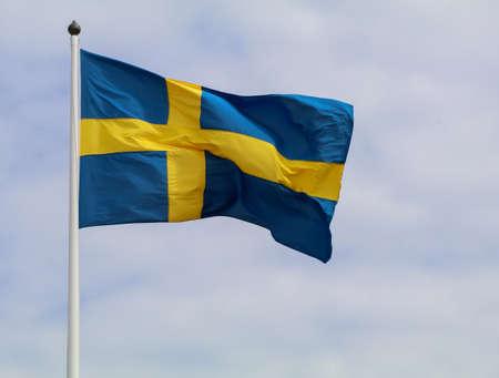 Schwedische Flagge im Wind Standard-Bild