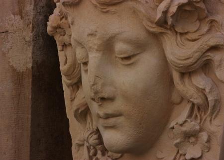 cabeza tallada con la nariz rota Foto de archivo - 18338039