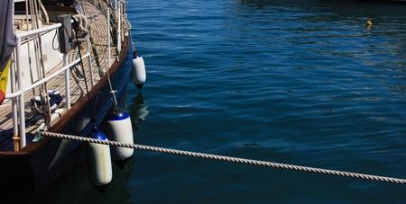 Détail d'un bateau amarré dans le port de Cannes Banque d'images - 23328181