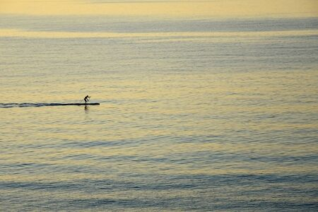 Man sailing on the sea Banque d'images - 148658330
