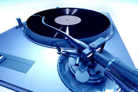 Blau Plattenspieler von einer dramatischen Sicht Standard-Bild - 767598