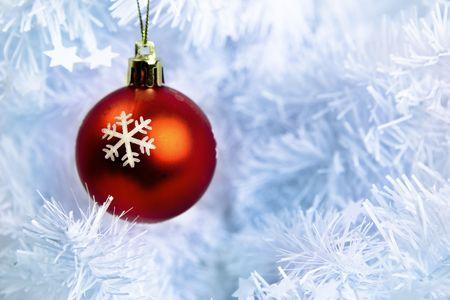 Red Bouble auf weiß Weihnachtsbaum Standard-Bild - 7975886