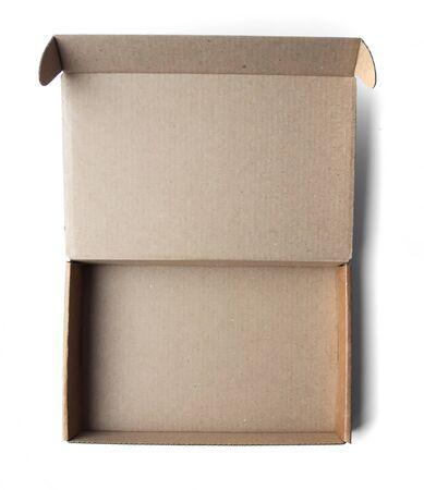 Petite boîte en carton vide sur fond blanc. Vue d'en-haut. Banque d'images