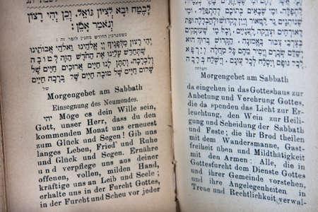 holiday prayer book: Alem�n y hebreo Prayerbook Foto de archivo