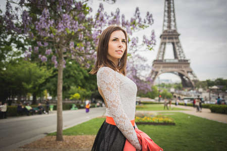 Sexy brunette travelling in France in white lace top Reklamní fotografie - 42645828