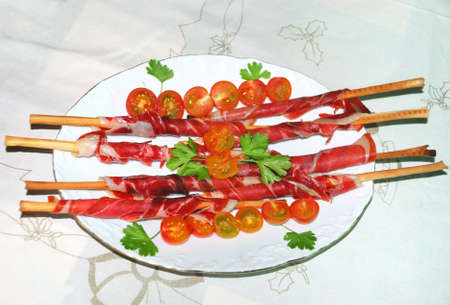 gressins: Amuse-gueule jambon avec des tomates cerises et gressins