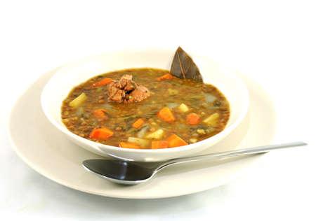 lentejas: Plato de lentejas estofadas con carne hoja, laurel y la zanahoria