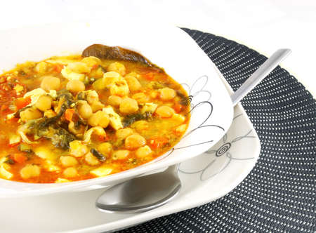 bay leaf: Dish of stewed chickpeas with meat, bay leaf and carrot