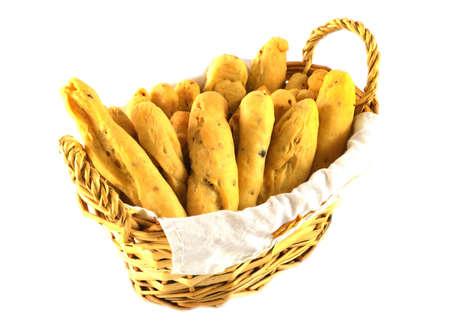 breadsticks: Canasta de palitos de pan aislado en el fondo withe