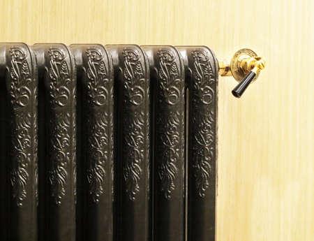 radiador: Classical calefacci�n por radiadores posada de color negro