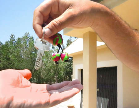 Key delivery in front of the house