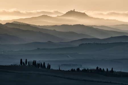 nebbia: Alba tra la nebbia Stock Photo