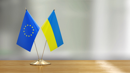 European Union and Ukrainian flag pair 免版税图像