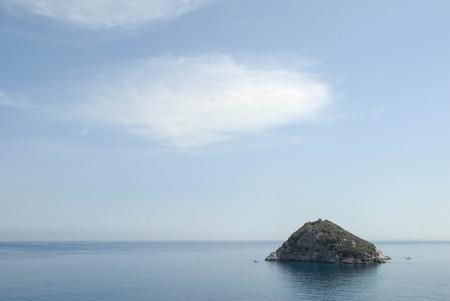 View of the island of Bergeggi in Liguria - Italy 版權商用圖片