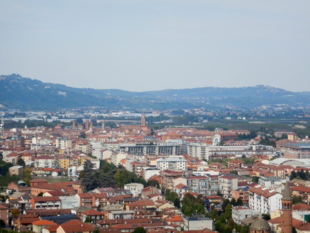 View of the city of Alba and the Langhe hills, Piedmont - Italy Banco de Imagens