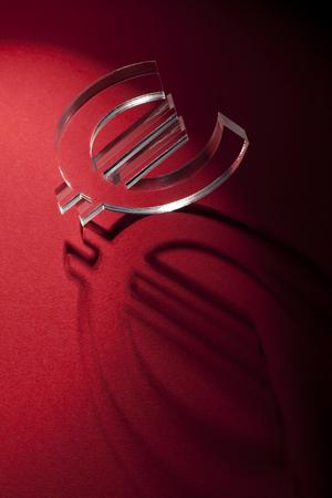 banco mundial: unidad monetaria en la alfombra roja con la sombra