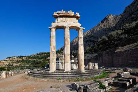 delfi: The Tholos of Athena Pronaia (380 B.C.) in Delphi, Greece Stock Photo