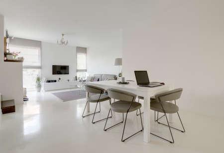 imagen de comedor y de estar blanca moderna sala Foto de archivo