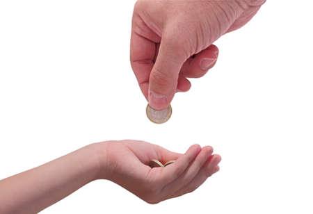 dare soldi: adulto dando una moneta euro per un bambino