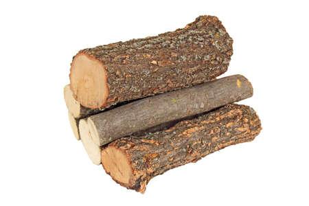 pile de grumes de bois de chauffage sur fond blanc Banque d'images