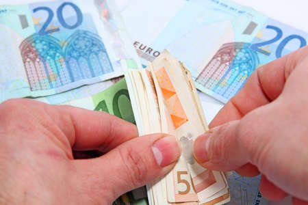 contando dinero: el hombre de contar el dinero Foto de archivo