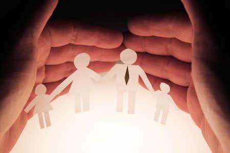 védelme: ember védelmére a családja Stock fotó