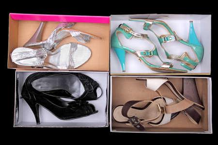 shoe boxes: zapatos femeninos en las cajas