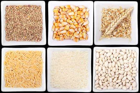 leguminosas: variedad de legumbres y cereales en recipientes